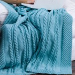 Bramble Border Cable Throw