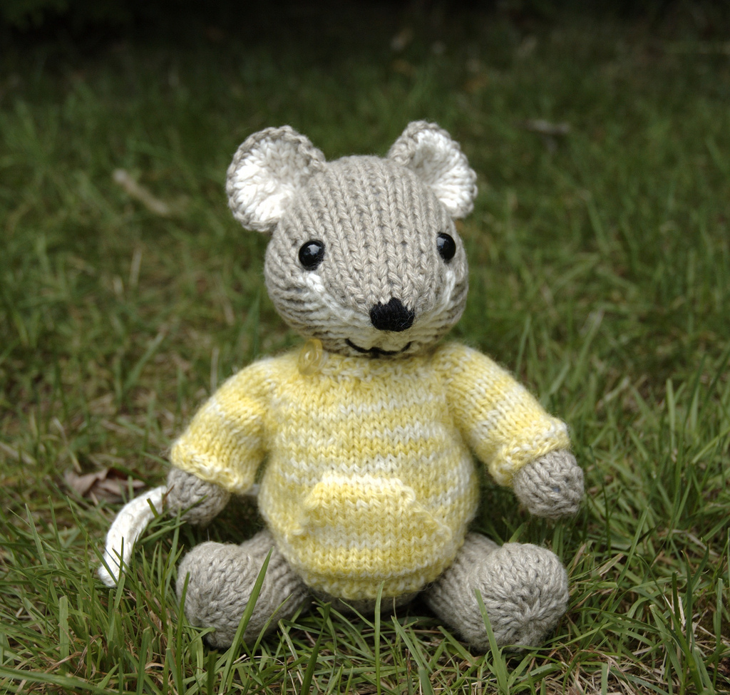 Pocket Mouse Amigurumi ⋆ Knitting Bee