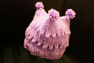 Find the free baby hat knitting pattern here: link