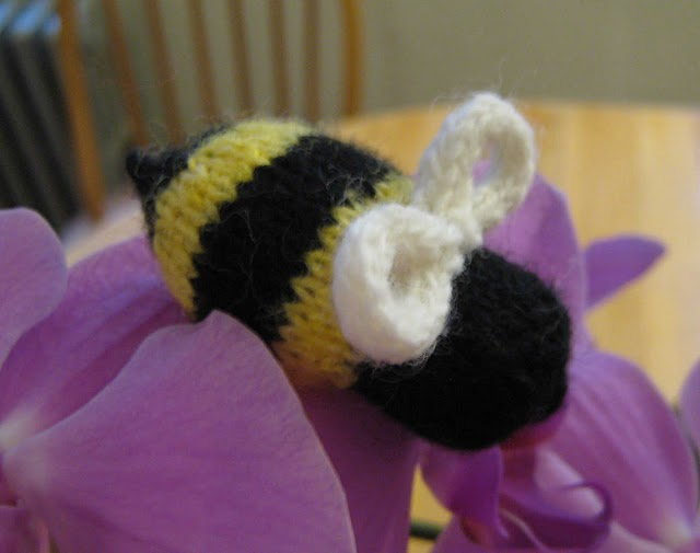Bzzzzzzz A Knit Bumble Bee!