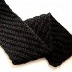 Staggered rib scarf