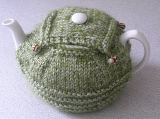 Find this free tea cosy pattern here: link