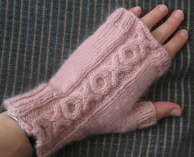 Fingerless Mitts with XO Cable