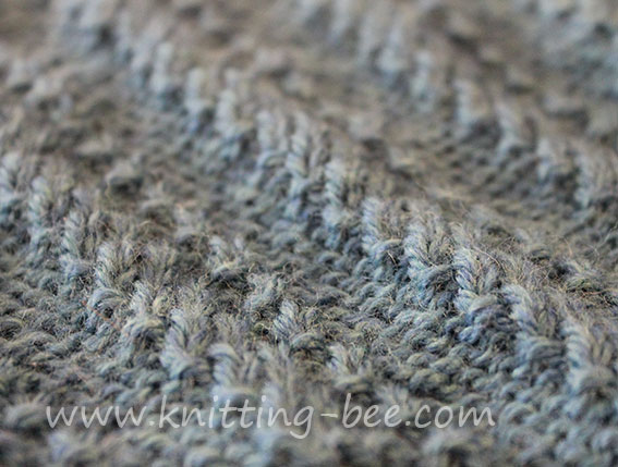 horizontal lines in relief knitting pattern