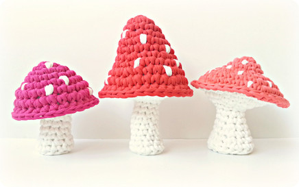 Free Crochet Patterns   Pattern Red Mushrooms with White Dots ...   273x436