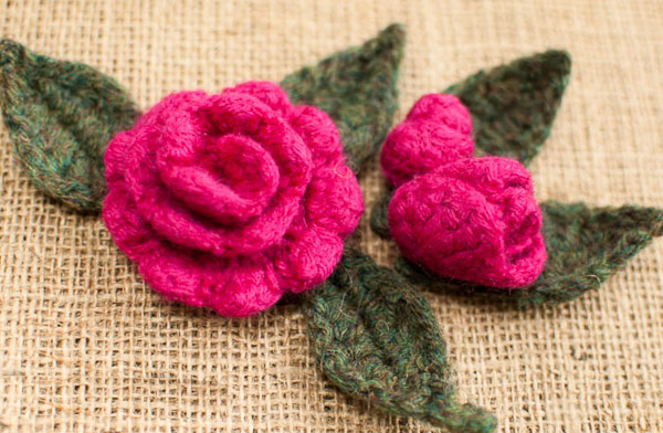 Rosebud And Leaf Pattern Knitting Bee