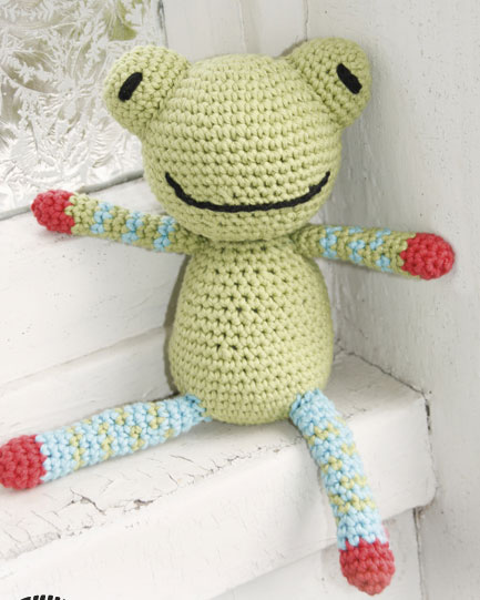 Prince Perry the Amigurumi Frog - PDF crochet pattern by Airali design | 541x433