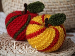 Striped Apple Ornament - Free Knitting Pattern