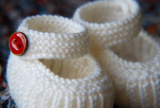 Simple Knitting Pattern For Scarf : Knitted Baby Shoes Free Patterns