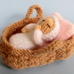 Baby in a basket crib - Free knitting pattern