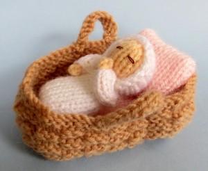 Baby in a basket crib - Free knitting pattern
