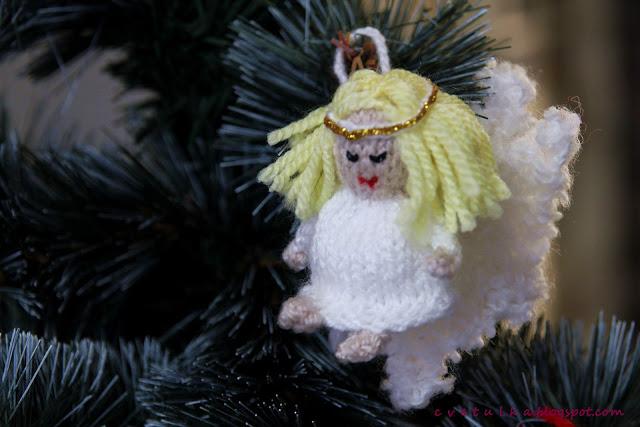 Free christmas knitting pattern decorations knitting bee for Angel christmas tree decoration