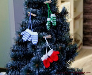 Free knitting patterns to make Christmas tree decorations for a Father