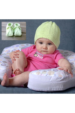 Baby and Toddler Slippers and Beanie Free Knitting Pattern