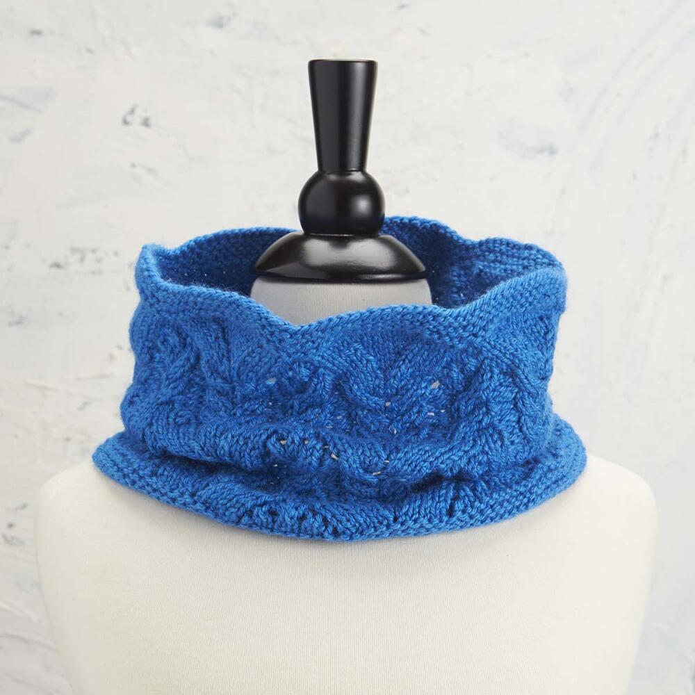 Jannie Cowl Free Knitting Pattern