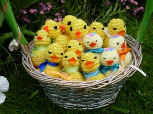 Knitted Easter Chicks To Fit Over A Creme Egg Knitting Bee