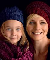 PATONS ZHIVAGO Hat in 2 Styles Free Knitting Pattern