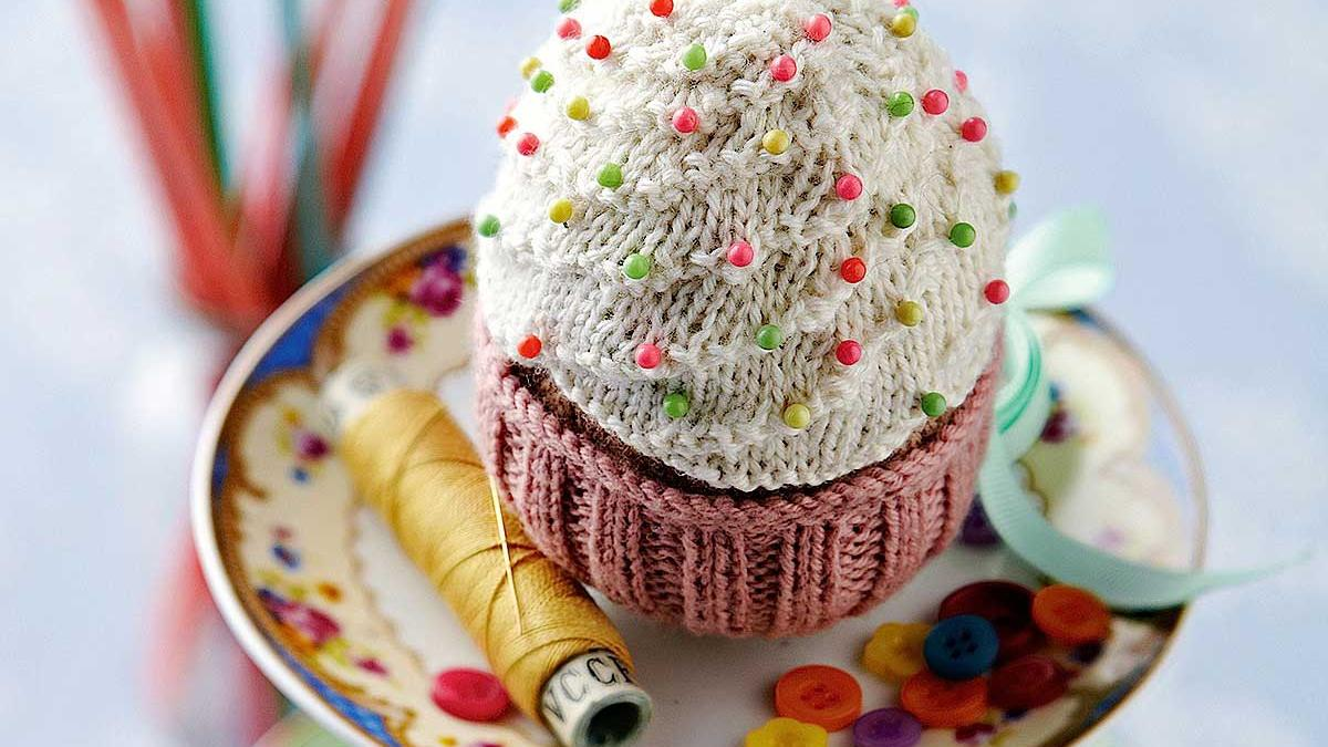 Free cupcakes patterns knitting bee 9 free knitting patterns free cupcake pincushion pattern bankloansurffo Image collections