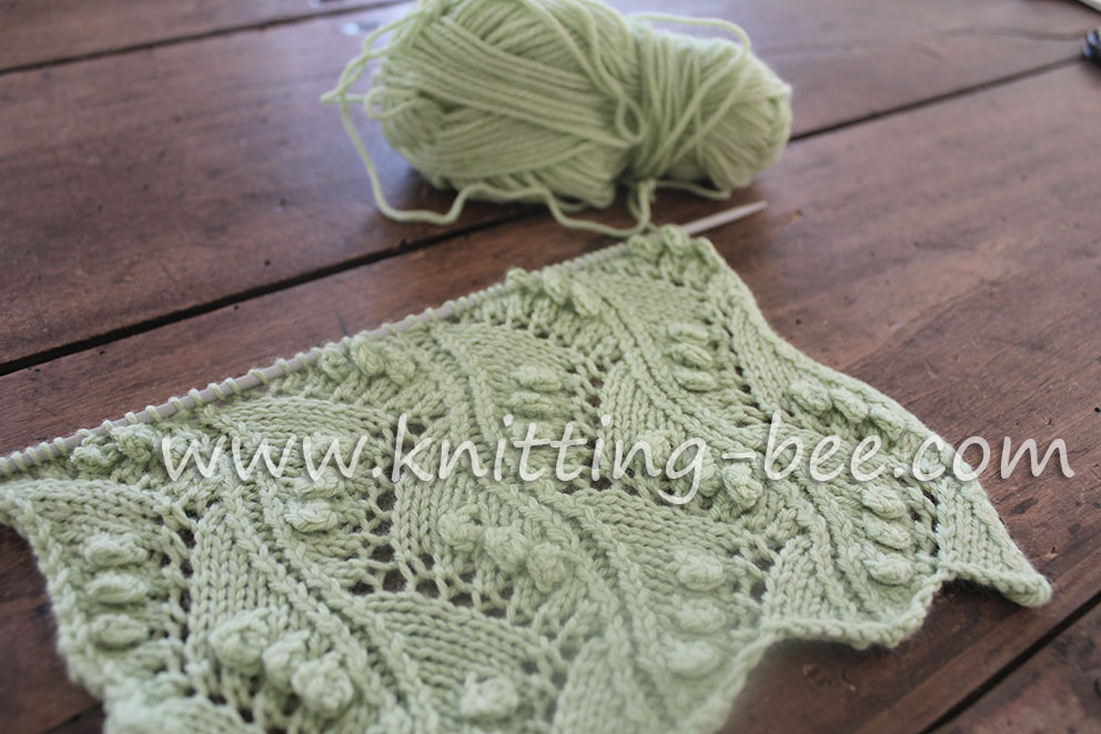 Lace Vertical Zig Zag with Bobbles Free Knitting Stitch by https://www.knitting-bee.com/