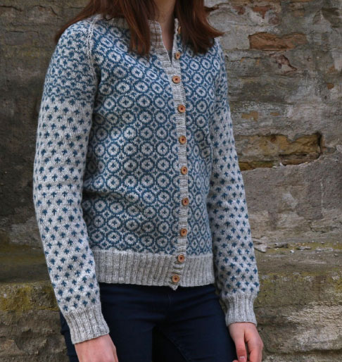 Free-Knitting-Cardigan-with-a-Dutch-tile-pattern