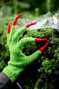 witchy-hands-pattern-free-halloween-knitting-pattern