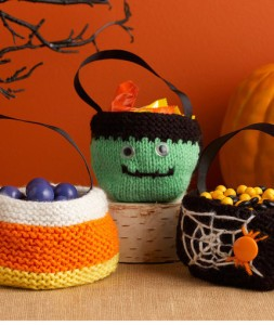 treat bag for Halloween free knitting pattern