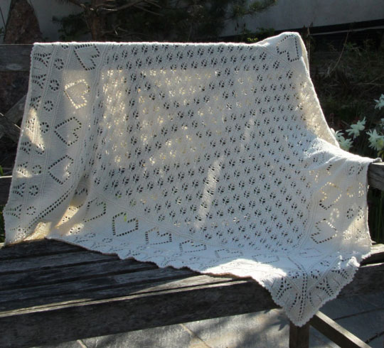 Lace baby blanket with little hearts free knit pattern
