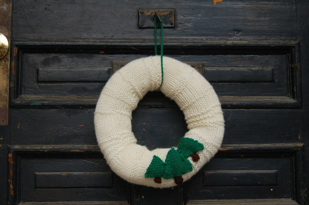 Christmas wreath pattern knit