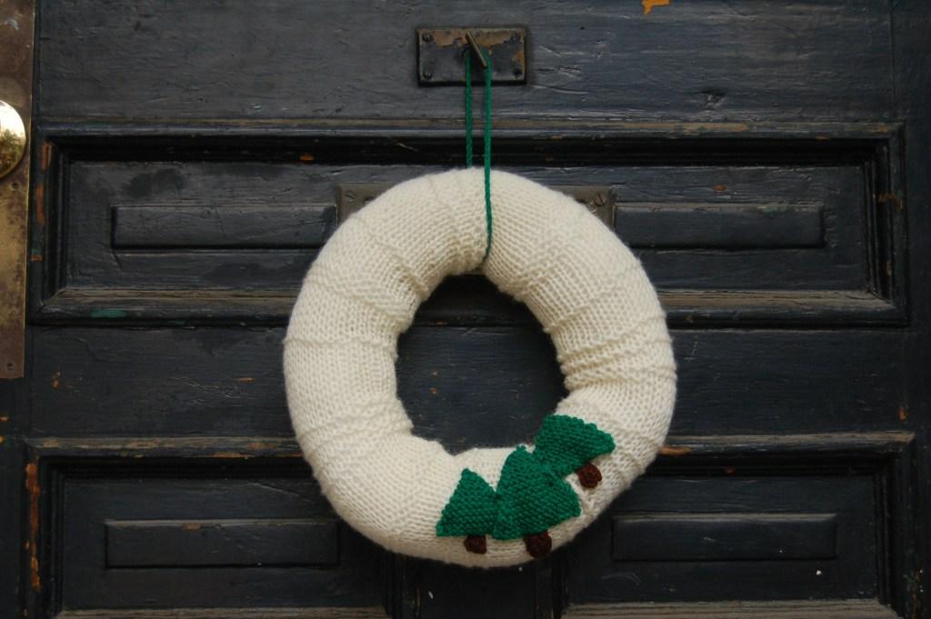 Christmas wreath pattern knit