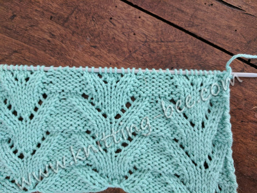 Triangular Columns Free Lace Knitting Stitch by http://www.knitting-bee.com/