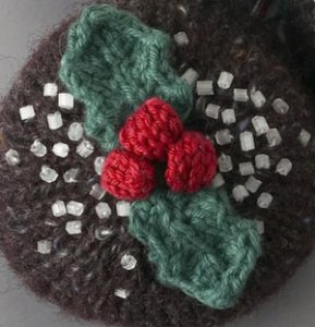 free knitted holly pattern for Christmas