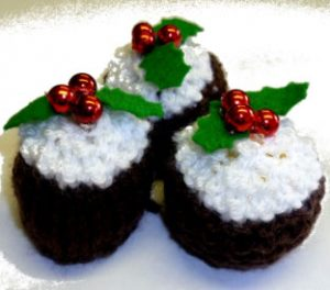 free mini Christmas pudding knitting pattern