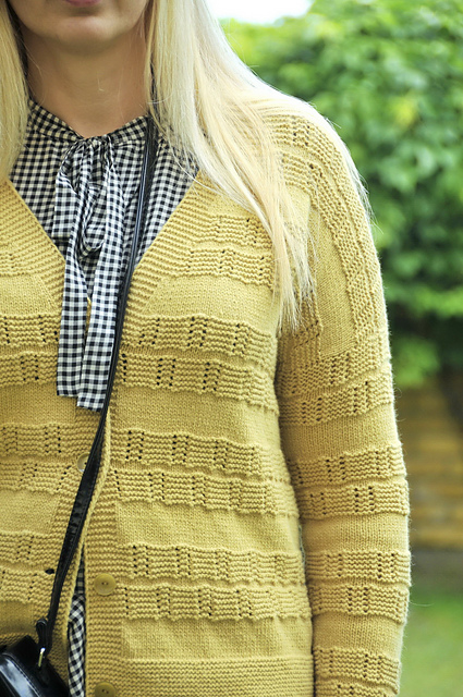 free woman's cardigan knitting pattern