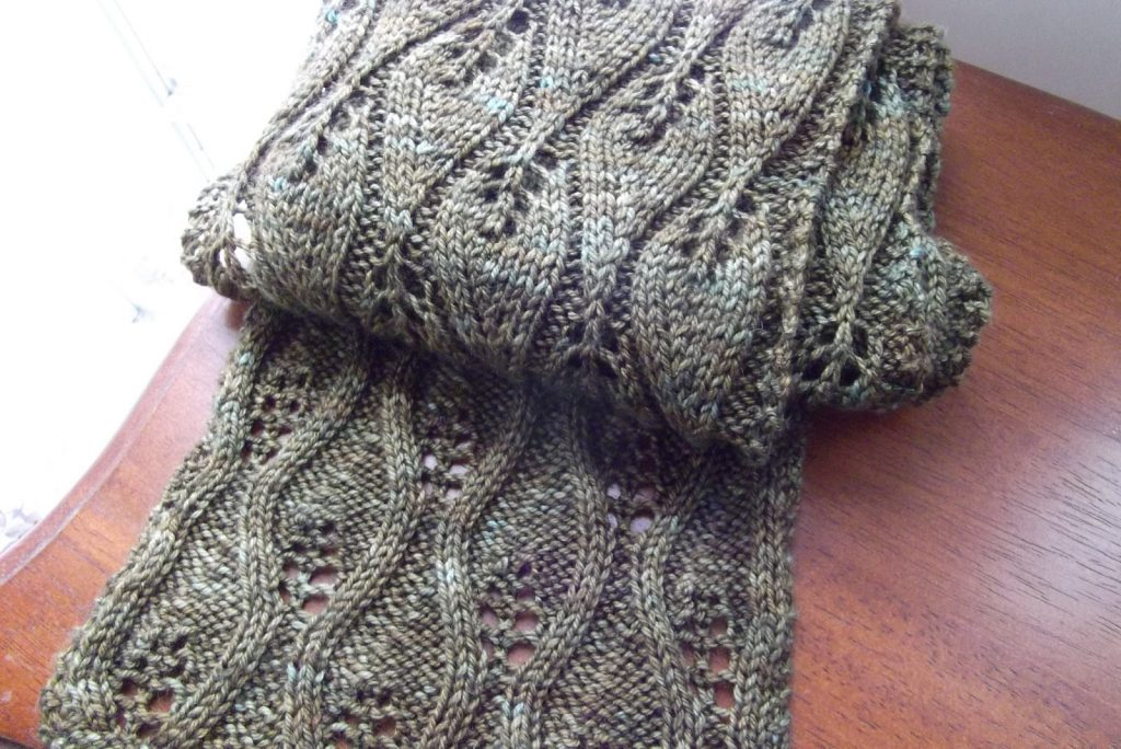 Knitting A Scarf Pattern : Free lace leaf stitch scarf knitting patterns