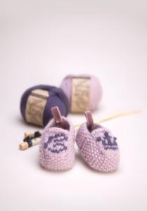 Little Prince & Princess Baby Slippers free knitting pattern