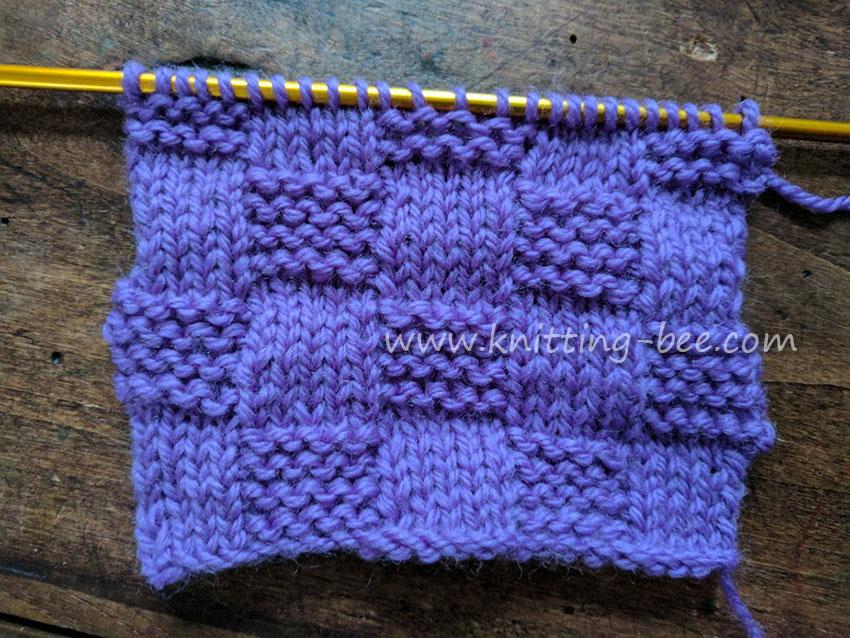 Stockinette & Garter Checks Free Knitting Stitch from Knitting Bee www.knitting-bee.com