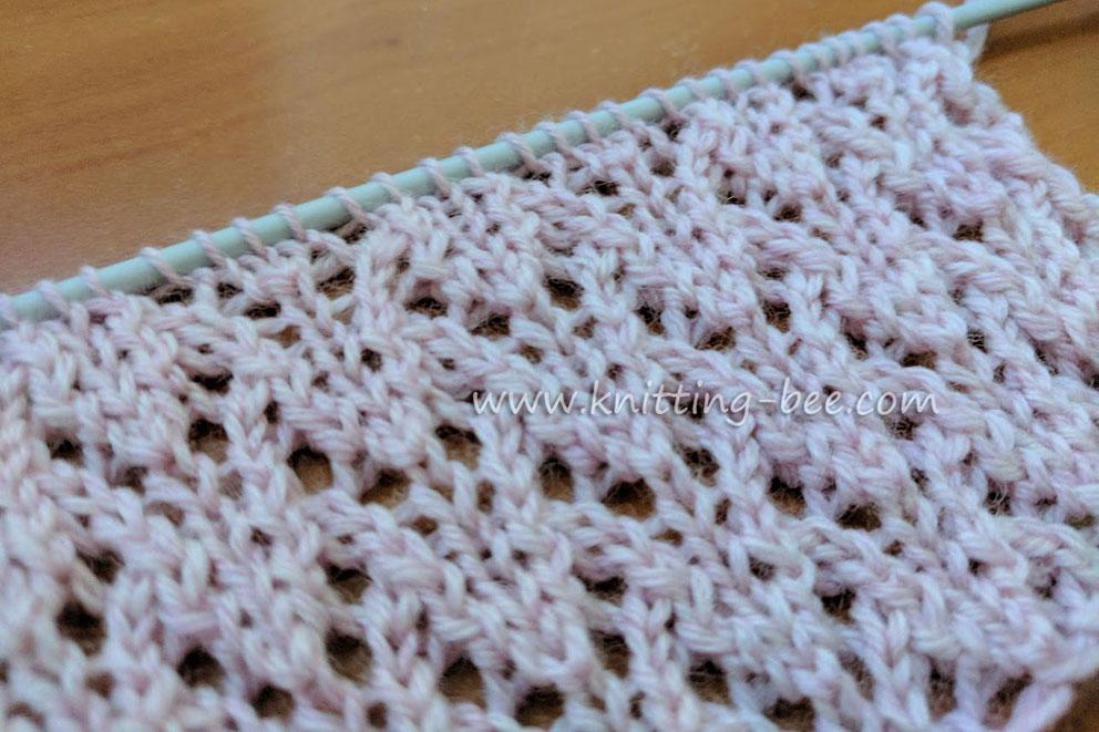 Eagle Lace Free Knitting Stitch by Knitting Bee www.knitting-bee.com