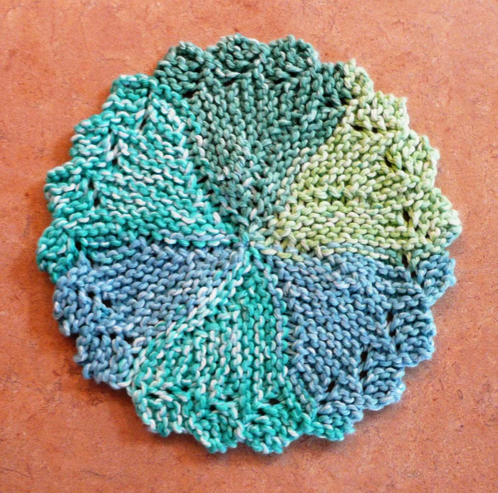 Lacy Round Dishcloth Free Knitting Pattern ⋆ Knitting Bee