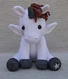Little Unicorn knitting pattern