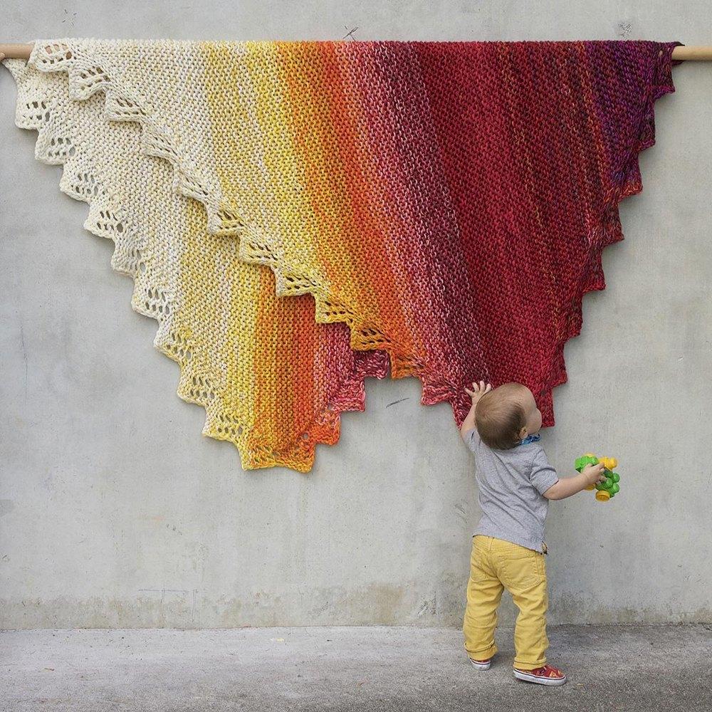 Marley variegrated bulky yarn baby blanket pattern ⋆ Knitting Bee