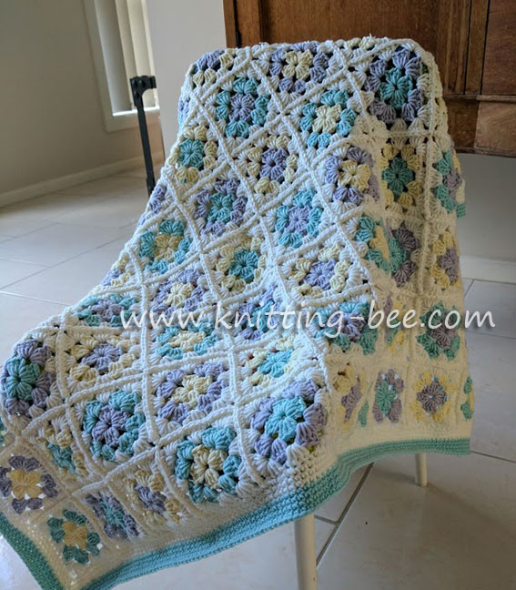 Baby Granny Square Blanket Step by Step Tutorial by www.knitting-bee.com