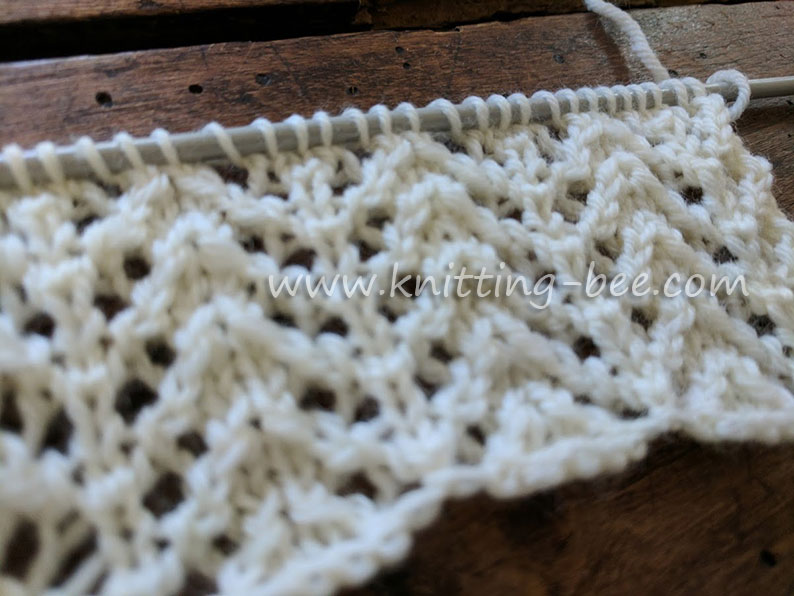 Chevron Rib Lace Free Knitting Stitch by http://www.knitting-bee.com/knitting-stitch-library/lace-stitches/chevron-rib-lace-free-knitting-stitch
