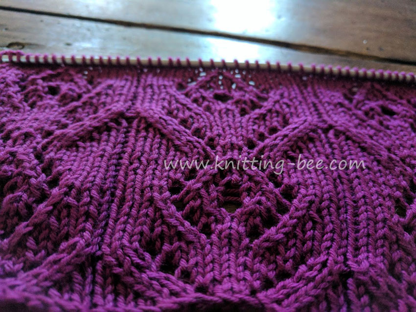 Diamond Flower Free Lace Knitting Stitch https://www.knitting-bee.com/knitting-stitch-library/lace-stitches/diamond-flower-free-lace-knitting-stitch