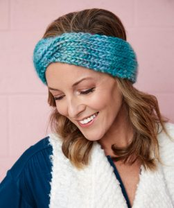 Twist Headband Free knitting pattern download. Easy knitting pattern.