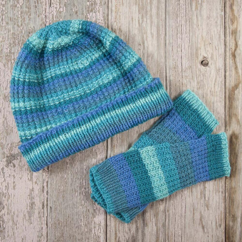 Amarillo Hat & Mitts Free Knitting Pattern Download