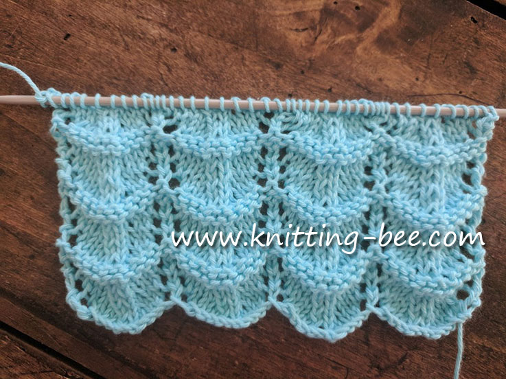 Free Lace Ripple Stitch Knitting Pattern https://www.knitting-bee.com/knitting-stitch-library/feather-and-fan-variations/free-lace-ripple-stitch-knitting-pattern
