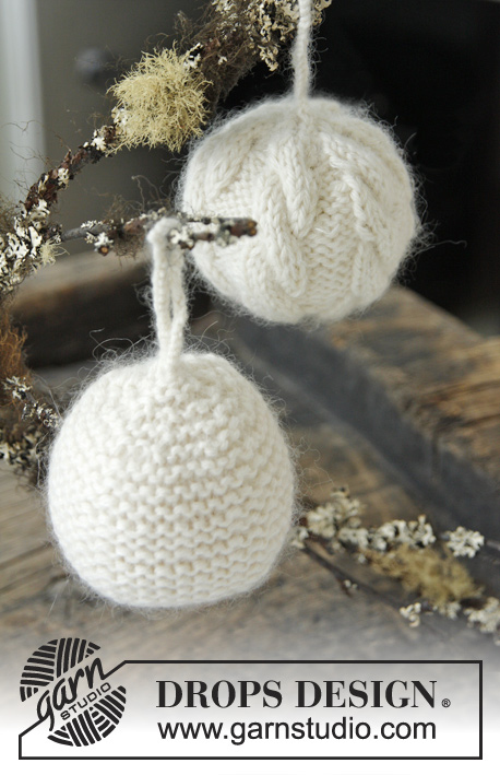 Christmas ball with cables or in garter st free knitting pattern