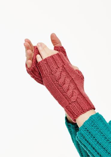 Vermeer Hat & Gloves Free Knitting Pattern
