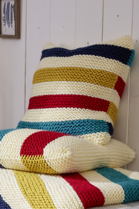 The pillow with colorful stripes is made with Bravo Big and is a perfect match to the blanket. With this combination you will cozy hours on your couch!