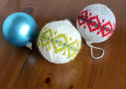 Great Balls of Hallowismas Free Christmas Knitting Pattern
